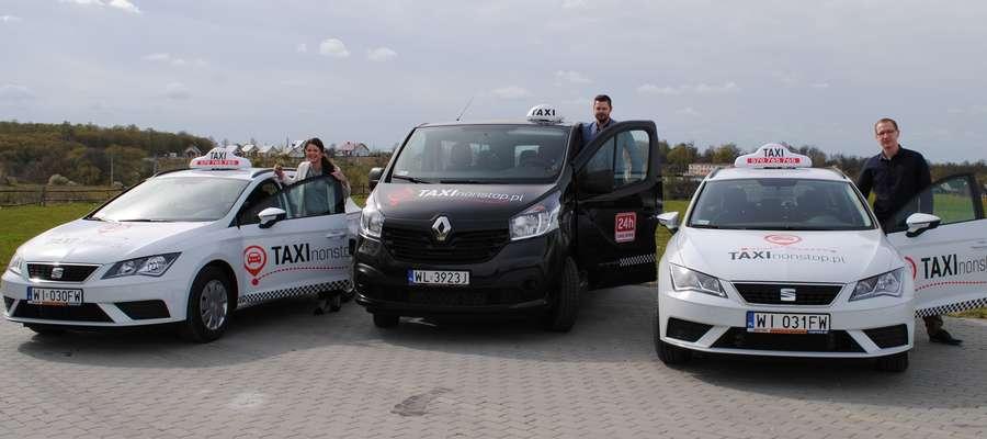Taxi Non Stop posiada nowe samochody osobowe oraz 9-osobowego busa.