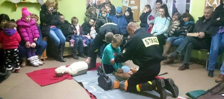 Strażacy z Drogosz szkolą nie tylko siebie, ale także mieszkańców.