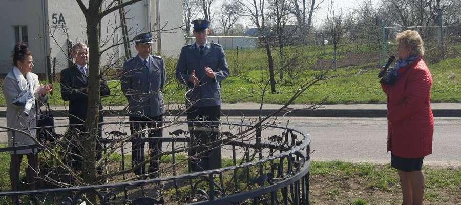 Na spotkanie rocznicowe w Gwiździnach przybyli policjanci i rodzina Franciszka Chały