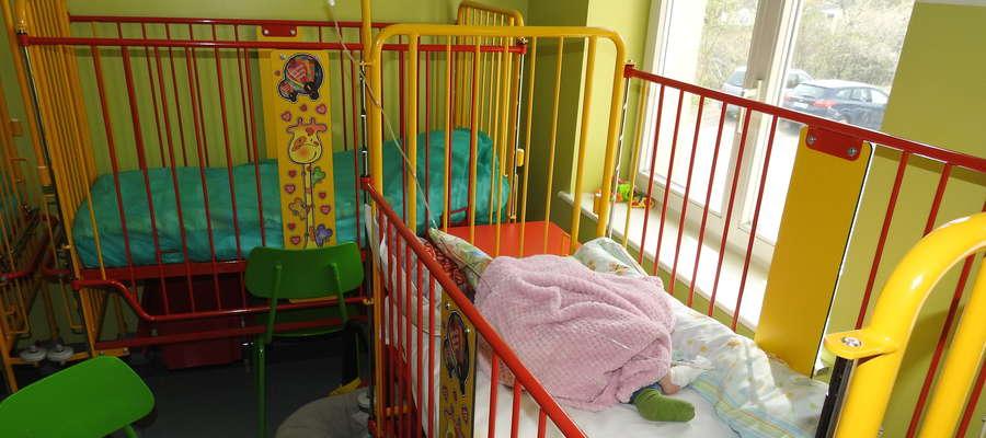 Kolorowe łóżeczka od fundacji Jerzego Owsiaka na oddział dziecięcy szpitala