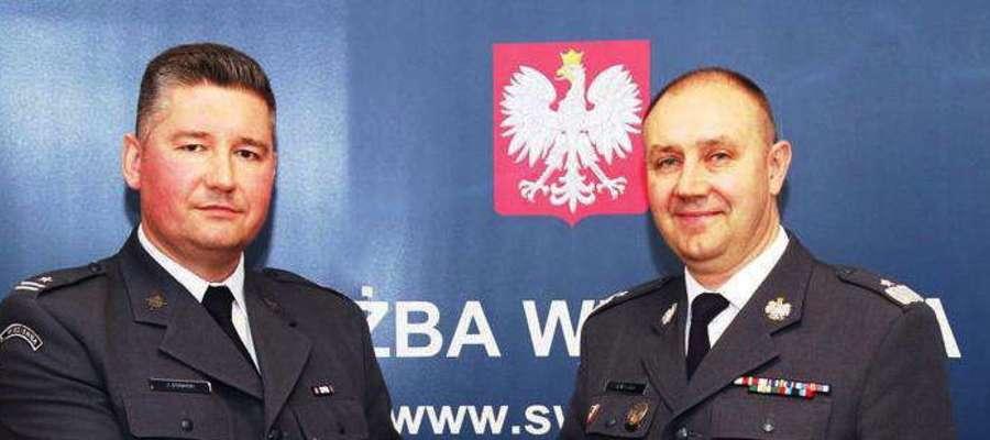 Nowym dyrektorem Zakładu Karnego w Iławie został major Jarosław Stawski (z lewej strony). Na zdjęciu z dyrektorem generalnym Służby Więziennej gen. Jackiem Kitlińskim, który dokonał oficjalnej nominacji