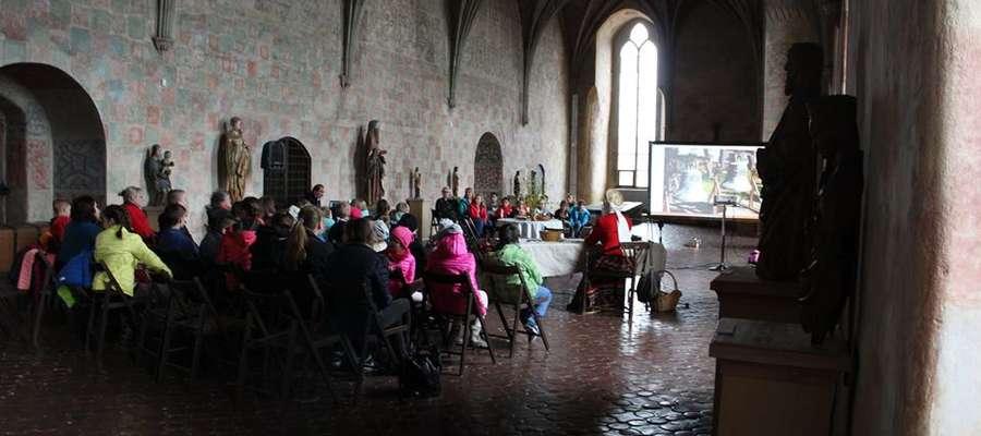 """Tuż przed Wielkanocą w zamku odbyło się widowisko obrzędowe """"Zielgónoc na Warmii"""""""
