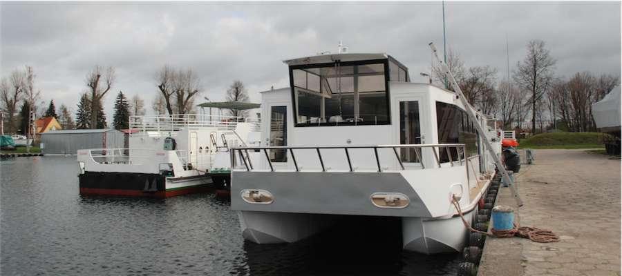 Nowy statek Żeglugi Mazurskiej w basenie firmy