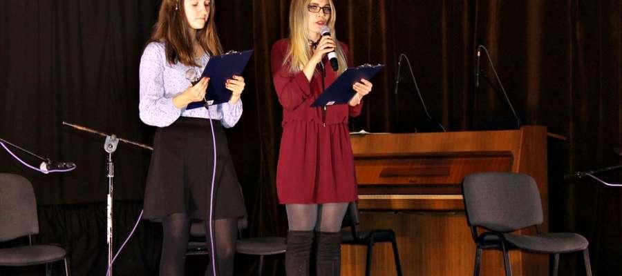 Karolina Janczara (z prawej)