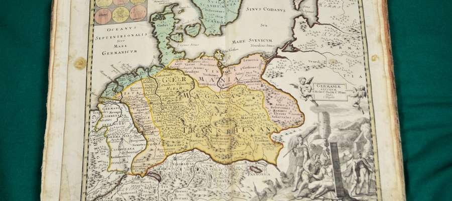 """""""Sculptura historiarium et temporum memoratrix"""" to księga, która jest XVIII-wiecznym atlasem geograficznym"""