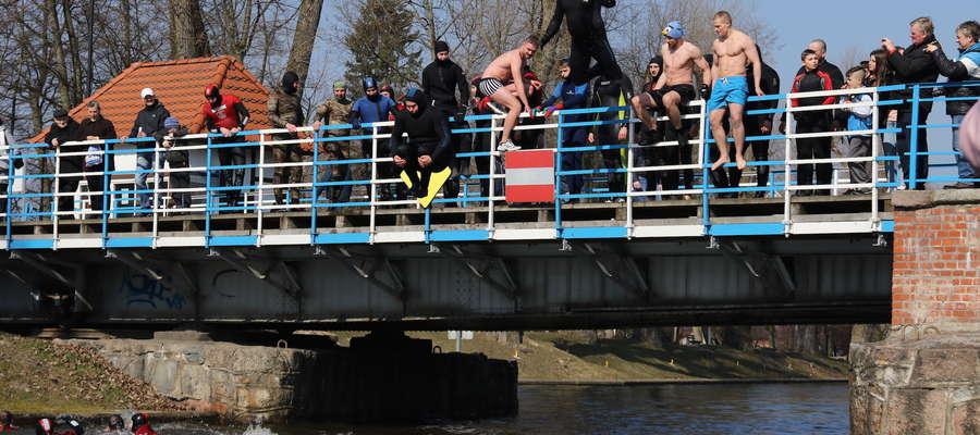 Wielkanoc 2016 - skoki w z mostu obrotowego