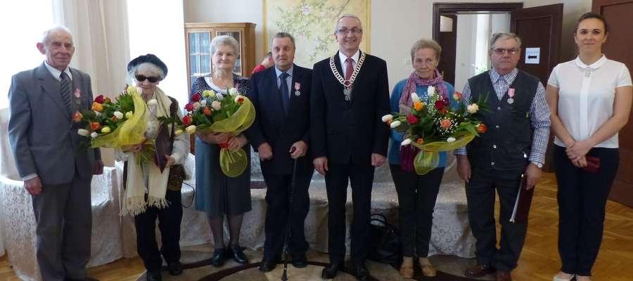 Jubilaci wraz z burmistrzem Pisza