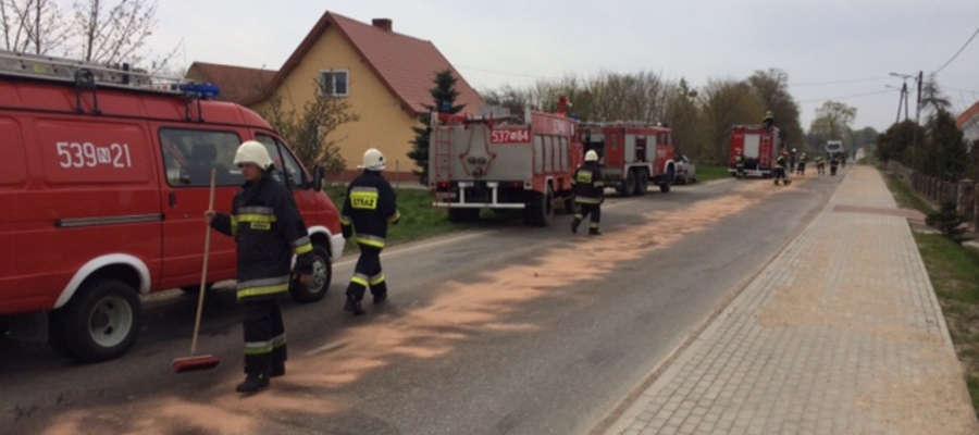 Olej napędowy zablokował ruch drogowy w okolicach Frygnowa