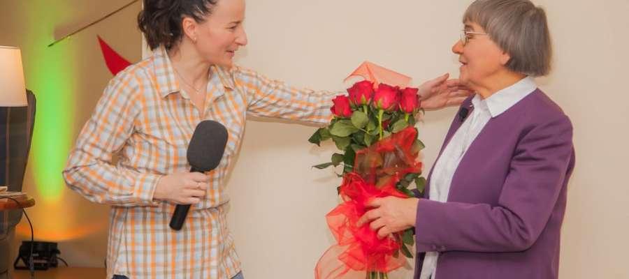Stanisława Łozińska (z prawej) jest wielką miłośniczką natury, kocha kwiaty i zwierzęta.