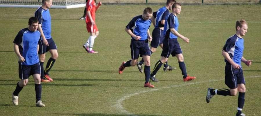 Piłkarze Wilczka Wilkowo w meczu z wiceliderem okręgówki mieli aż pięć powodów do radości.