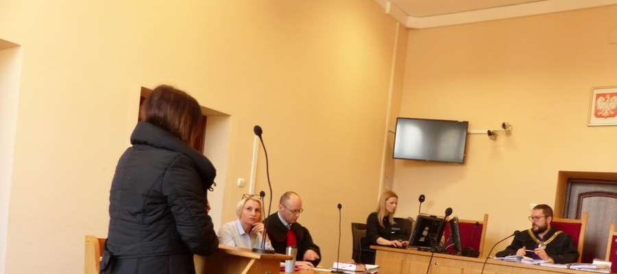 Jedna z przesłuchiwanych kobiet przed braniewskim sądem