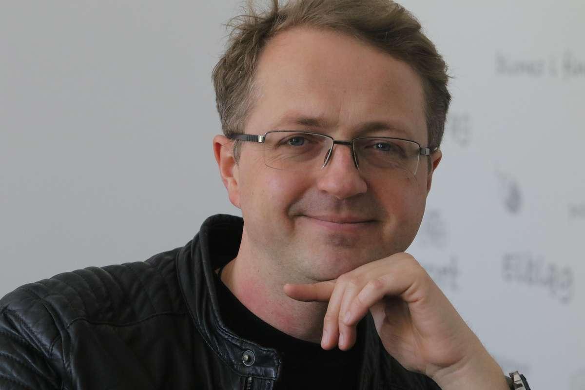Przemysław Borkowski  Olsztyn -  Przemysław Borkowski – polski pisarz, poeta, felietonista, scenarzysta i aktor. Jest absolwentem Wydziału Polonistyki Uniwersytetu Warszawskiego; współtworzy Kabaret Moralnego Niepokoju - full image