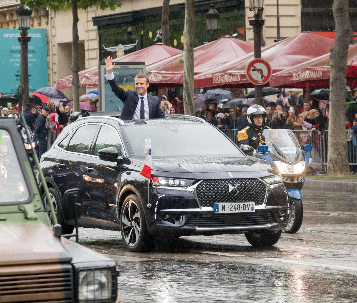 Francuski prezydent wsiadł do...  - full image