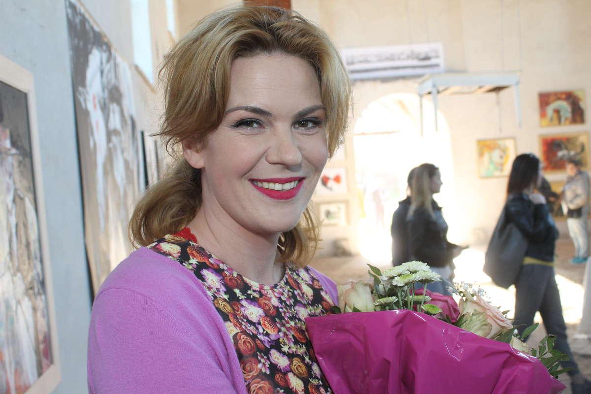 Vera Kobylińska była szczęśliwa, gdy zobaczyła ile osób przyszło na jej wernisaż.