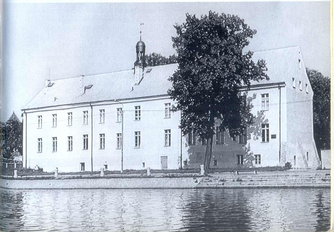 Budynek dawnego Gimnazjum Elbląskiego ok. 1937. Obecnie mieści się tu Muzeum Historyczno-Archeologiczne - full image