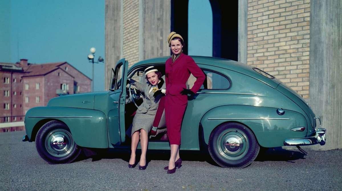 Model PV 444 nazywany był maluchem Volvo.  Jego premiera odbyła się w 1944 roku  - full image