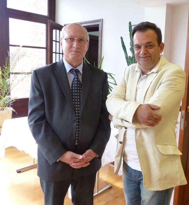 Cezary Wawrzyński (z prawej) i Ryszard Kowalski wspólnie napisali kilka książek o Kanale Elbląskim. Zdjęcie wykonano w czerwcu 2014 podczas otwarcia wystawy portretów Georga Jacoba Steenke w Elblągu - full image