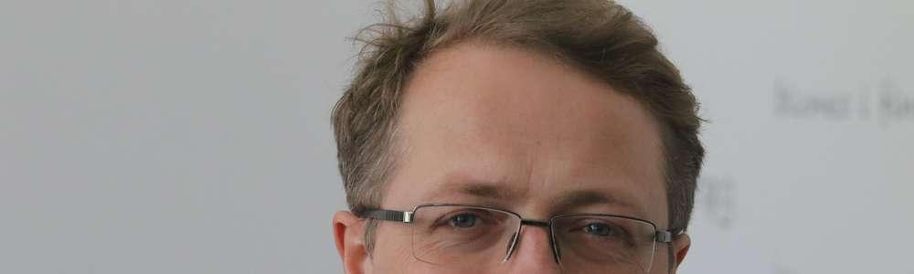 Przemysław Borkowski  Olsztyn -  Przemysław Borkowski – polski pisarz, poeta, felietonista, scenarzysta i aktor. Jest absolwentem Wydziału Polonistyki Uniwersytetu Warszawskiego; współtworzy Kabaret Moralnego Niepokoju
