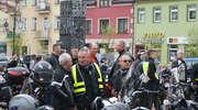 Blisko 400 lśniących w słońcu motocykli