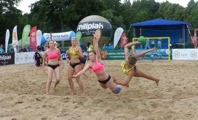 Sportowe emocje, plaża i zabawa