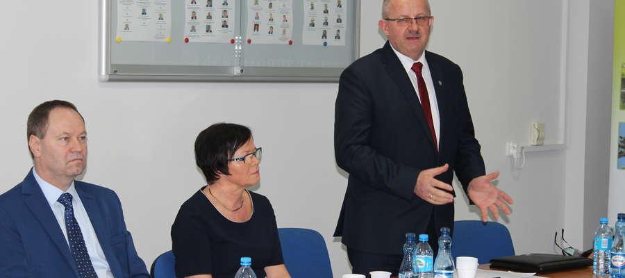Starosta Jerzy Rzymowski dziękował radnym za jednomyślne głosowanie