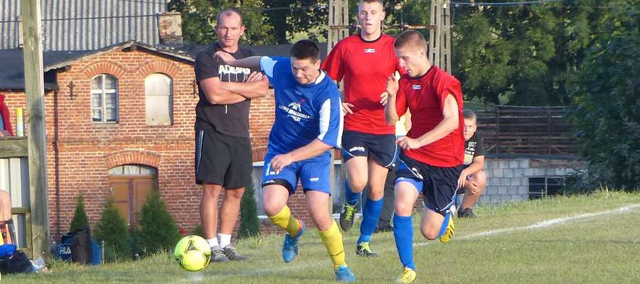 W pucharowej edycji 2013/2014 iławski Jeziorak przegrał z Avistą 1:2, w której barwach występował wtedy obecny trener Motoru, Krzysztof Malinowski (niebieska koszulka)