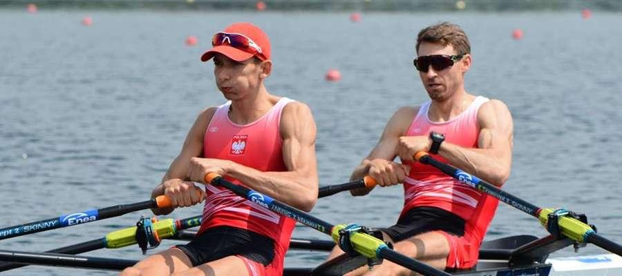 Miłosz Jankowski (z lewej) i Jerzy Kowalski w finałowym wyścigu zostali wyprzedzeni tylko przez mistrzów i wicemistrzów olimpijskich oraz silnych Włochów