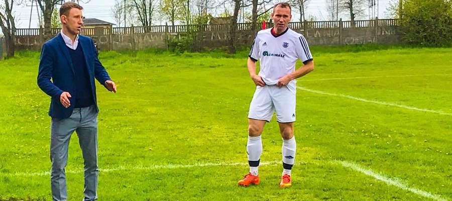 Od lewej trener Pomowca Agrimasz Tomasz Wiercioch i najlepszy strzelec tego zespołu Krzysztof Wierzba