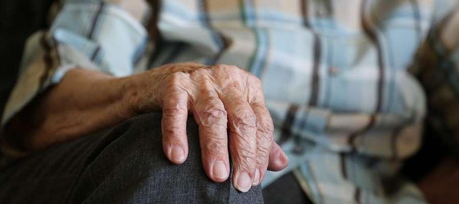 KRUS może odstąpić od uchylenia lub zmiany decyzji m.in. ze względu na wiek i stan zdrowia świadczeniobiorcy