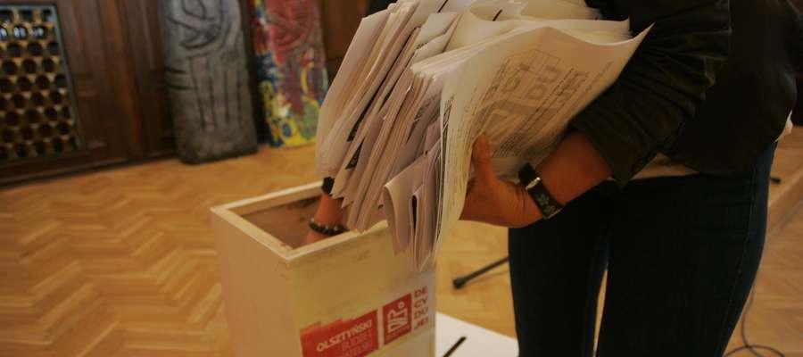 Budżet obywatelski  OLSZTYN- urna, do której można było wrzucać wnioski w ramach budżetu obywatelskiego. Fot. Bartosz Cudnoch / 13 wrzesień 2013 /