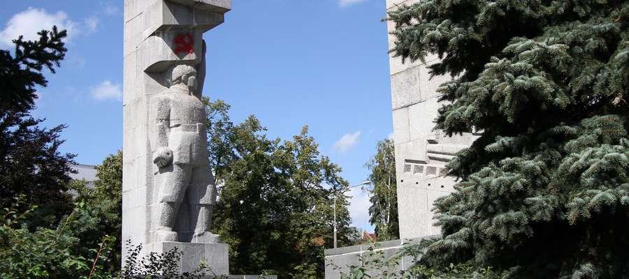 Szubienice  Olsztyn- Nz. Pomnik Wdzięczności Armii Czerwonej (szubienice) autorstwa Xawerego Dunikowskiego.