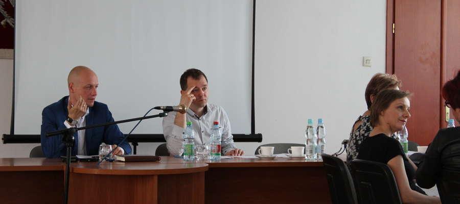 Urbanista Michał Romański, wspólnie z zastępcą burmistrza Michałem Bodenszacem uważają, że plan należy zrobić od nowa.
