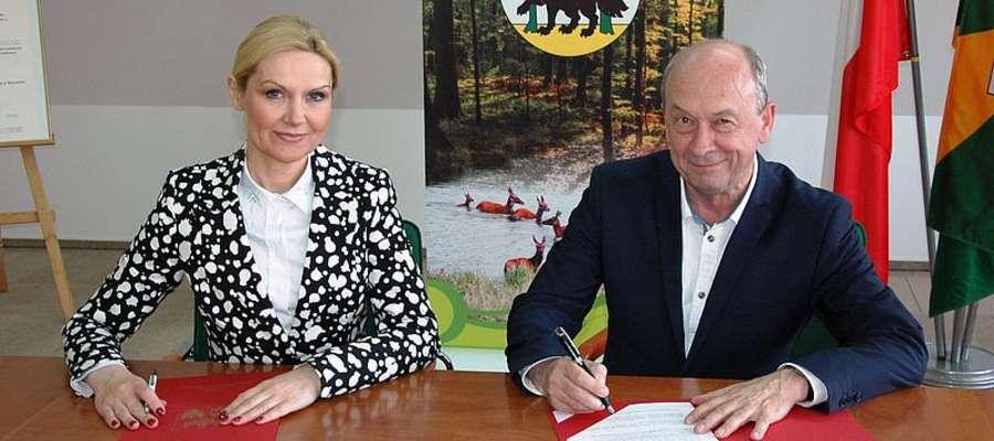 Umowę podpisali Wioletta Śląska-Zyśk, wicemarszałek województwa warmińsko-mazurskiego oraz Janusz Puchalski, zastępca burmistrza Pisza