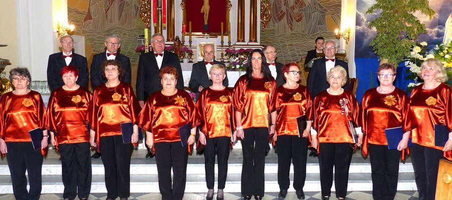 Nowomiejski chór Harmonia w Świedziebni