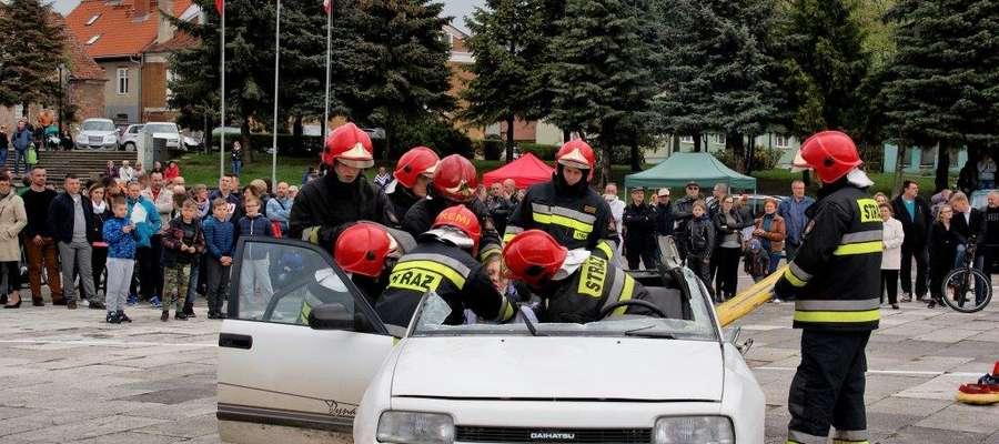 Pokaz ratownictwa technicznego podczas Motomajówki w Bartoszycach