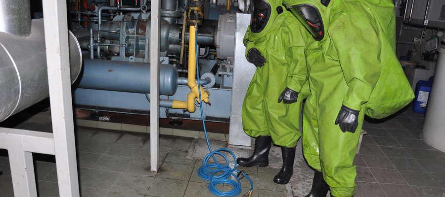 Strażacy powiatu lidzbarskiego przećwiczyli w Polmleku działania ratownicze w przypadku zagrożenia chemicznego i pożarowego
