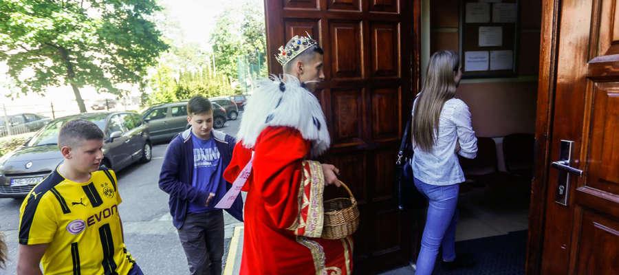 Uczniowie II LO podczas czwartkowych drzwi otwartych