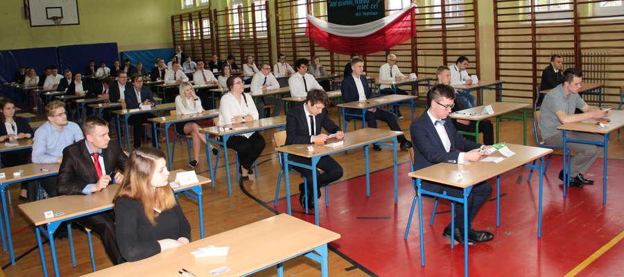 Zespół Szkół Elektronicznych i Informatycznych w Giżycku - chwila przed rozpoczęciem egzaminu z języka polskiego