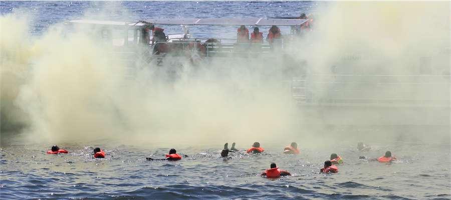 Ćwiczenia ratownicze na jeziorze Niegocin