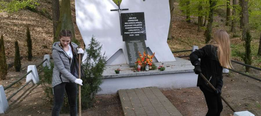 Uprzątnięto pomnik i jego otoczenie