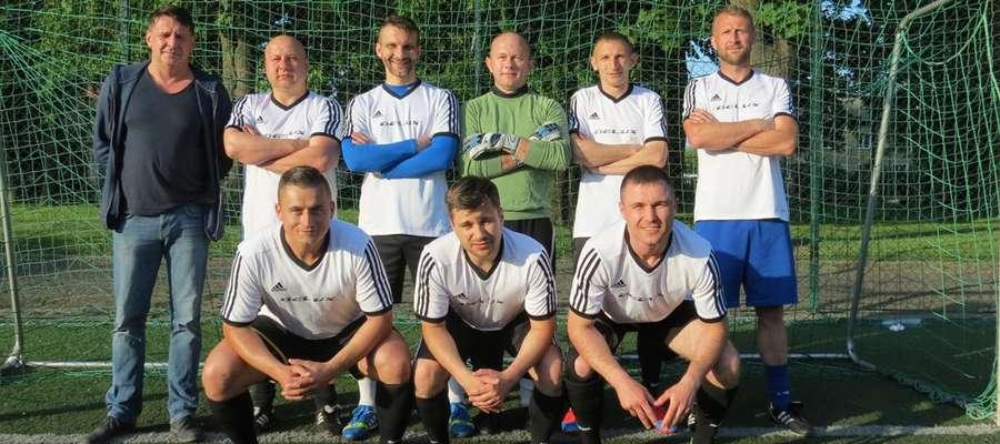 Delux wygrał amatorską ligę piłkarską po raz trzeci z rzędu, a czwarty w historii