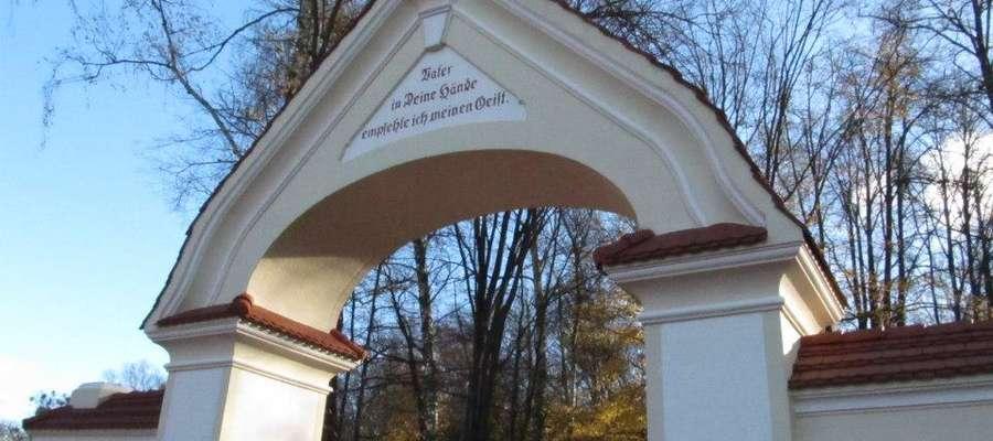 Buchholzowi zawdzięczamy powstanie Cmentarza Leśnego – dzisiejszego cmentarza komunalnego