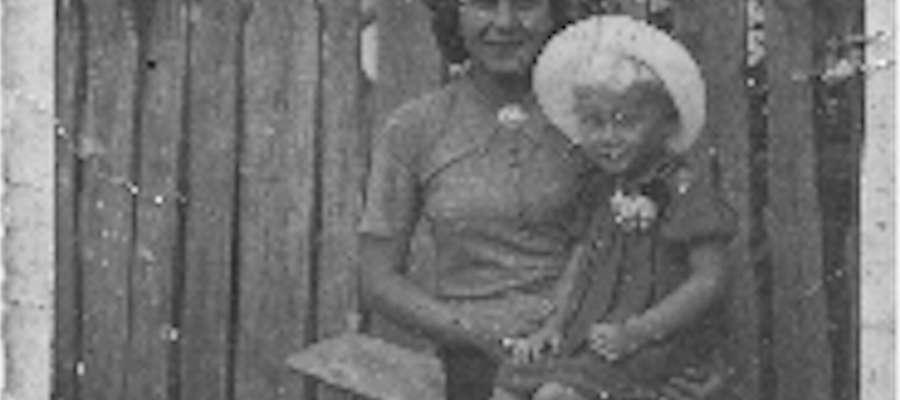 Mała Krysia z mamą Stefanią