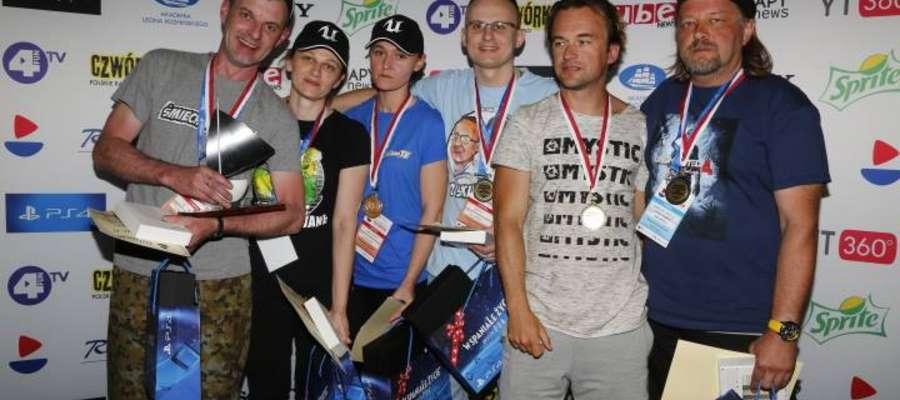 Żeglarskimi Mistrzami Polski YouTuberów W II Mistrzostwach  została załoga Szwagry ze Śmiechawa TV i Jackiem Gadzinowskim w składzie