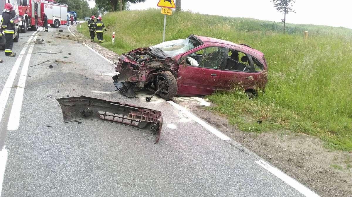 Alkohol, nadmierna prędkość przyczyniły się do wypadku  - full image