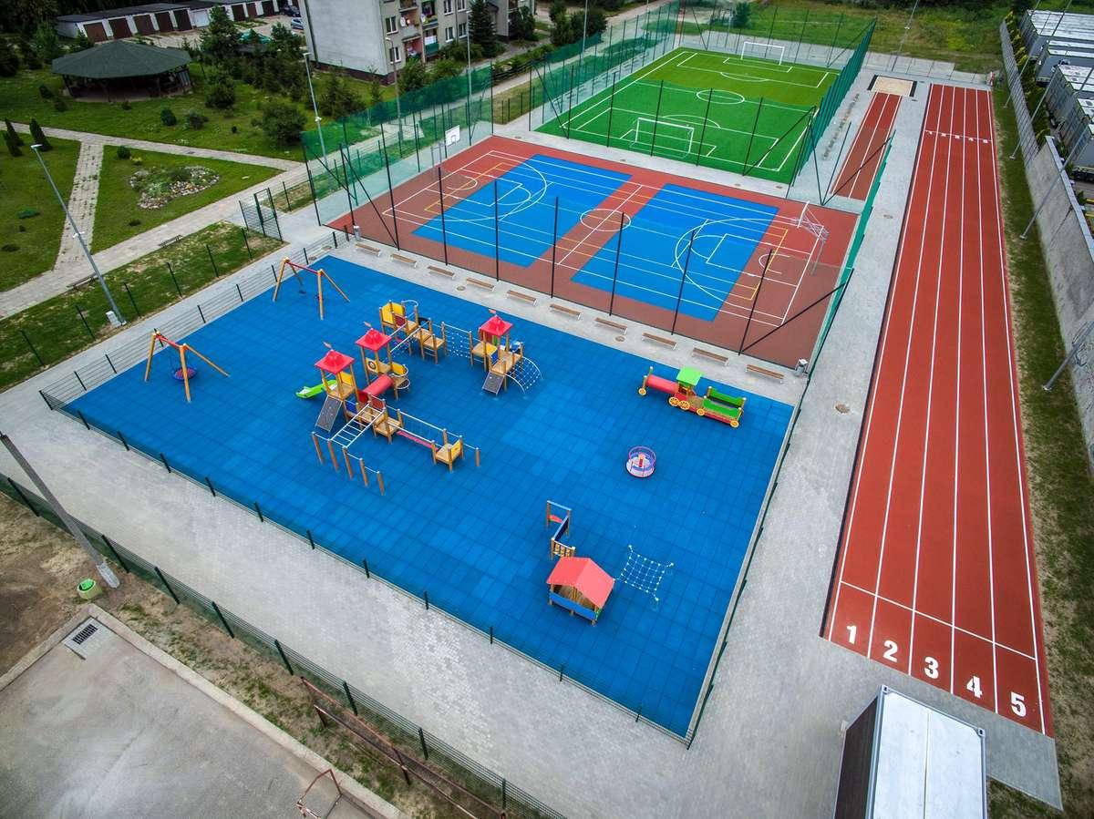 Oddane do użytku w 2016 roku boisko wielofunkcyjne przy Szkole Podstawowej nr 1 im. Jana Pawła II w Nowym Mieście Lubawskim
