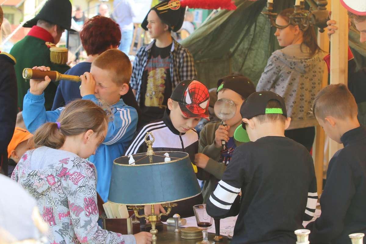 Piknik Napoleoński  Świątki - Piknik Napoleoński który odbył się przy szkole. - full image