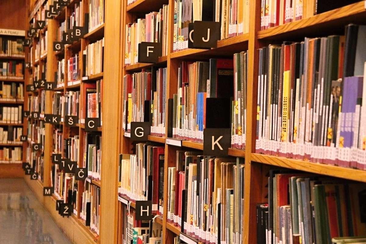 Przyjdź i wymień książkę na nową - full image