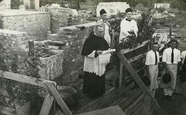 Uroczystość wmurowania kamienia węgielnego pod budowę kościoła św. Brunona  - full image
