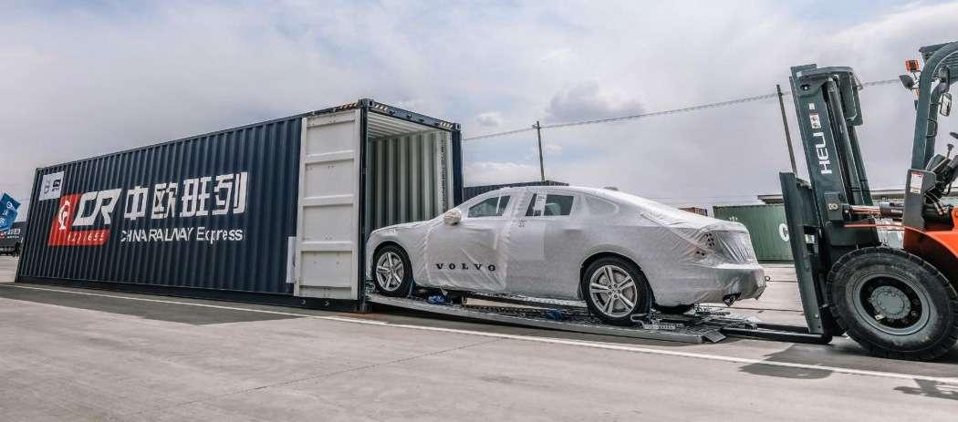 Volvo po torach do Europy  - full image
